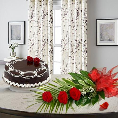 Red Rose Bouquet with Choco Cake