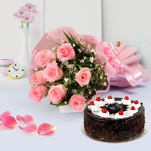 Remarkable Cake with Pink Roses Bouquet
