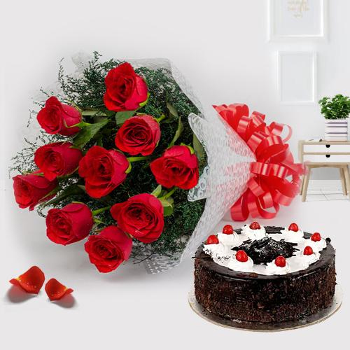 Charming 12 Red Roses with 1/2 Kg Black Forest Cake