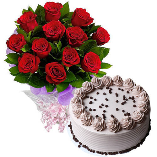 Fresh-Cut Red Roses Bouquet with Coffee Cake
